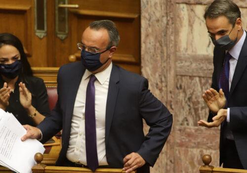 Καταψηφίστηκε με 158 ΟΧΙ η πρόταση δυσπιστίας προς τον Υπουργό Οικονομικών