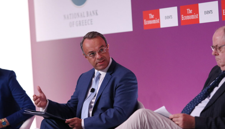 Ο Υπουργός Οικονομικών στο Συνέδριο του Economist (video) – Εύσημα Ρέγκλινγκ σε ΥπΟικ και Κυβέρνηση | 8.7.2021